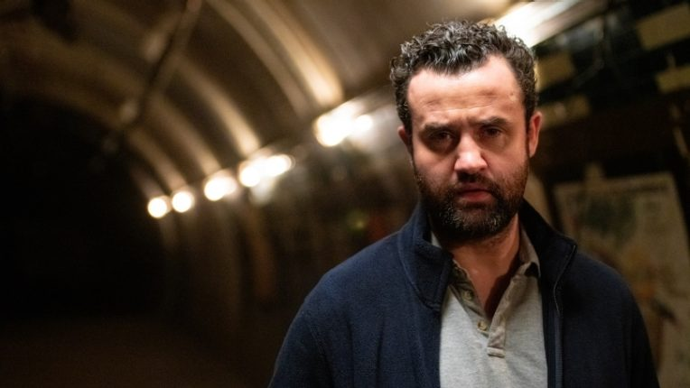 Daniel Mays as Lee Simmons