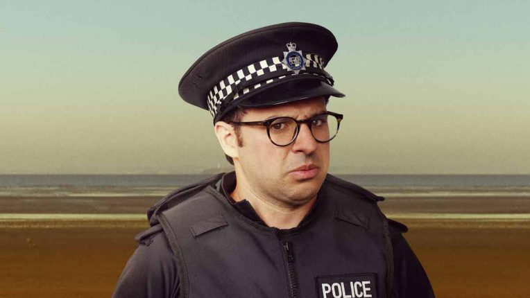 Simon Bird in new seaside comedy series Sandylands
