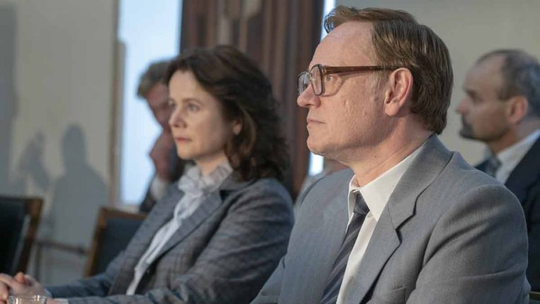 Emily Watson as Ulana Khomyuk and Jared Harris as Valery Legasov in Chernobyl