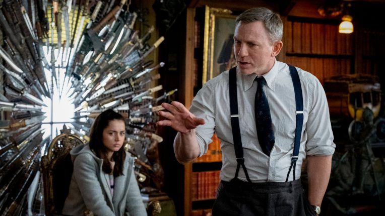 Knives Out Daniel Craig still